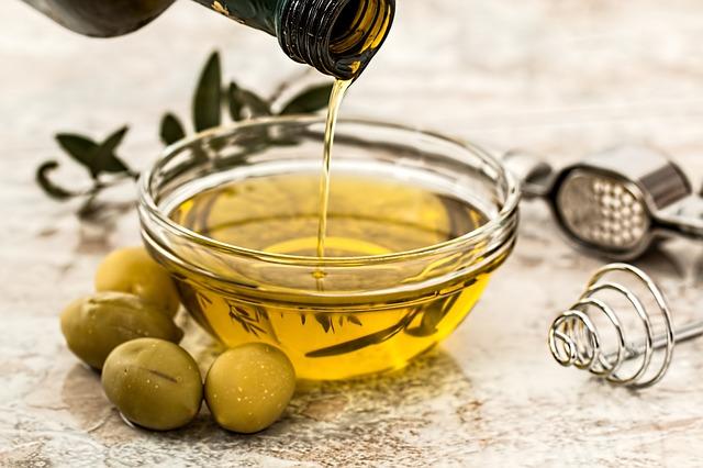 Plíseň můžete vyléčit i s pomocí olivového oleje nebo jablečného octa!